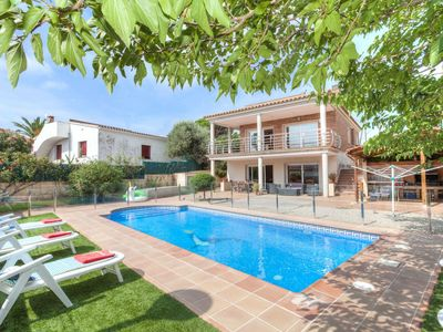 Photo for This 4-bedroom villa for up to 8 guests is located in Sant Antoni De Calonge and has a private swimm