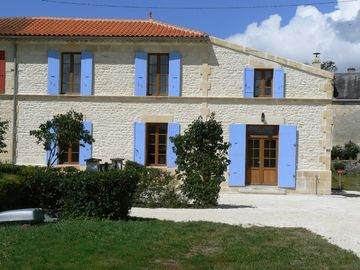 Superb Charentaise house, 4 ensuite bedrooms with private heated pool.