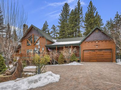 Lakeview Escape: Air Conditioning! Luxury! Pool Table! Pet Friendly! Great Yard! Master Suite!