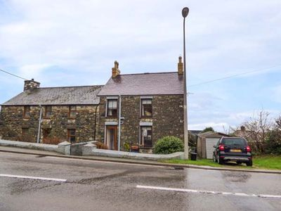 Photo for KNOLL VIEW, pet friendly in Newport, Pembrokeshire, Ref 950178
