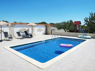Photo for 5 bedroom Villa, sleeps 10 in Velika Čista with Pool, Air Con and WiFi
