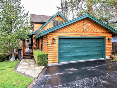 Knotty & Nice Walk To Lake Log Cabin w/ Private In-Deck Hot Tub