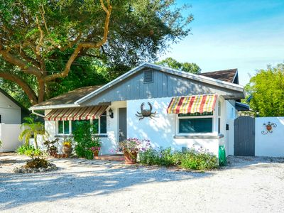 comfortable and updated house near down town Sarasota walking distance