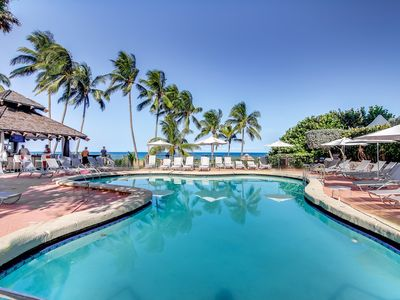 Photo for Inviting condo w/pool & beach access - restaurant on-site!