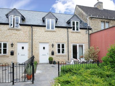 Photo for Righton two-bedroom serviced cottage in summertown (oxtbkcr)
