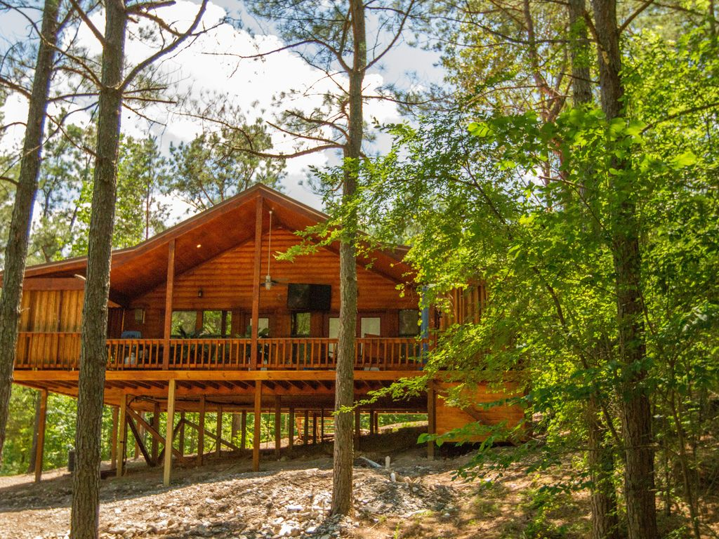 lake hot cabin luxury beavers state with table pool park bend rentals for sleep sale availability cabins tub