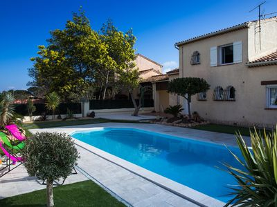 Photo for Facing the Golden Islands between Hyères and Le Lavandou, villa in residential area