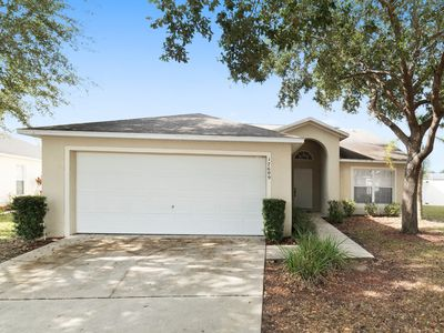 Photo for Beautiful 3 Bedroom 2.5 Bath Pool home less than 7 mi to Disney  World (6582)