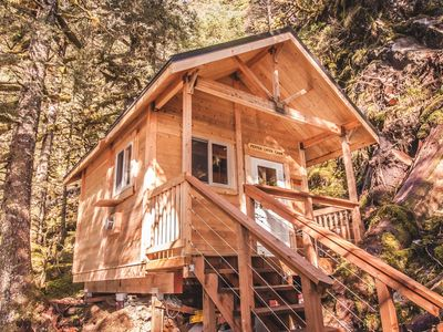 Pepper Creek Cabin Located On Its Own Private Beach!