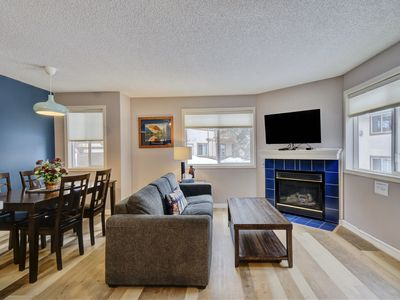 Photo for Banff Mountain Gate Lodge with 2BR/Hot tub/BBQ/Kitchen