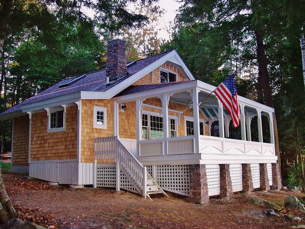 Quintessential lakefront cottage with amazi vrbo for Cabin rentals in maine with hot tub