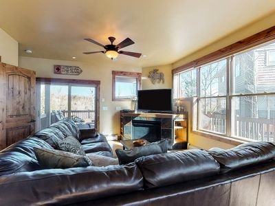 Photo for Beautiful, spacious home w/amazing mountain views, deck, hot tub, grill, garage