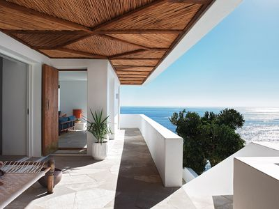 Photo for Secluded clifftop home with endless ocean views