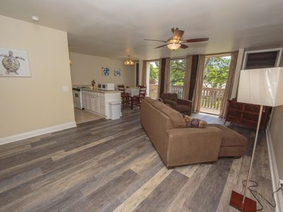 Photo for **FREE WiFi, AC & PARKING** Golf Getaway..Close to the Beach! NO CARPET!