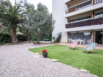 Garden and swimming pool Apartment in the residential district of Cimiez in Nice.