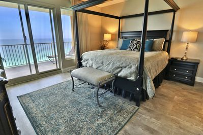 King size bed in the master bedroom with a breathtaking view of the Gulf!