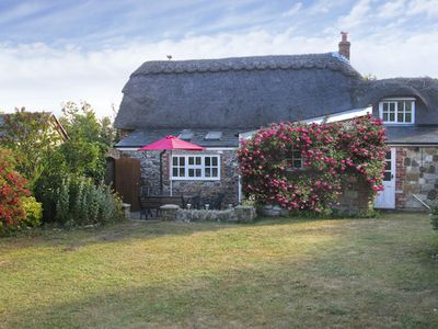 Photo for LITTLE THATCH, family friendly, with a garden in Shorwell, Ref 4270