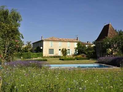 Photo for Charming country house with pool in the vineyards