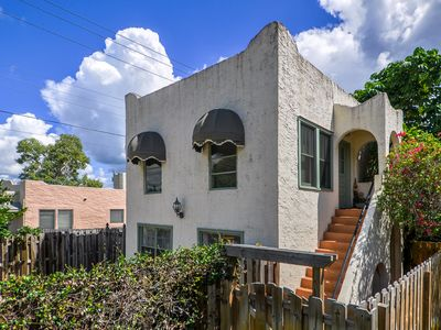 Photo for Quaint And Artsy Lake Worth Cottage