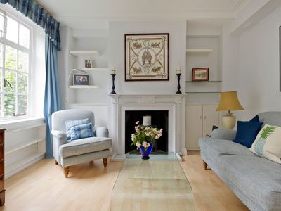 Photo for Charming 2 bedroom flat, Chelsea Embankment