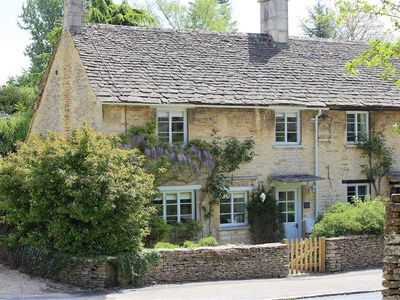 Photo for Claypot Cottage, BARNSLEY, GLOUCESTERSHIRE
