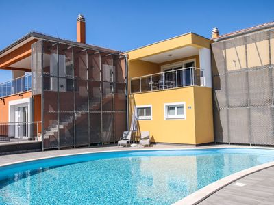 Two-bedroom apartment with balcony and pool view in Funtana, near the beach