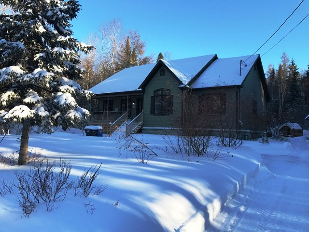 Emerald cottage a spacious peaceful and homeaway for Laurentian mountains cabin rental