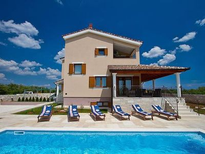 Photo for 4BR House Vacation Rental in Svetvin?enat, Istrien