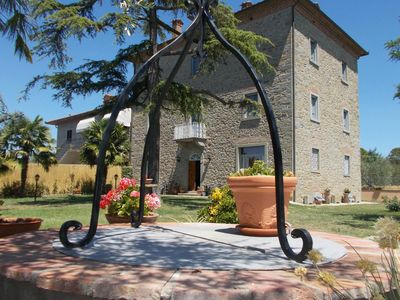 Photo for Private Villa with A/C, private pool, WIFI, TV, veranda, pets allowed, parking, close to Cortona