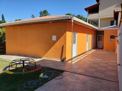 Photo for Beautiful farm in a gated community, large, comfortable and close to the chachoeira.