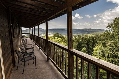 Lodge rental with 2 story deck and a amazing view of Wears Valley