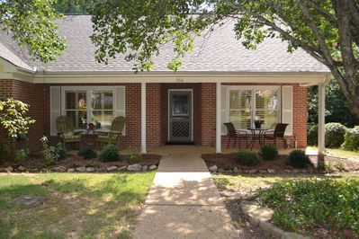 Auburn Charm - home sweet home! 2 Front siting areas for reading and relaxing.