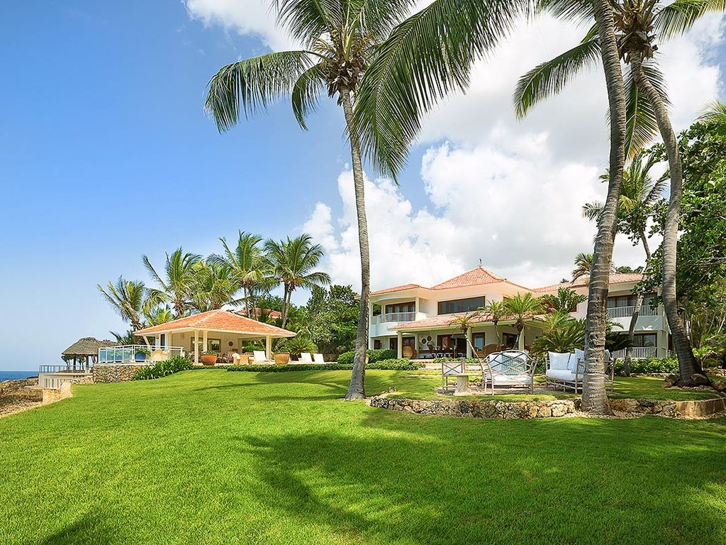 Beautiful Oceanfront Villa with Pool Private Chef Housekeeper – Private Housekeeper