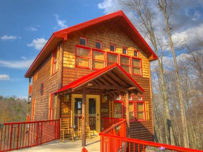 Photo for Minutes from downtown Gatlinburg, Dog friendly, WiFi and more