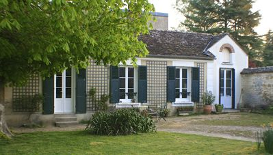 Photo for Pretty little house by the Fontainebleau Forest and Seine