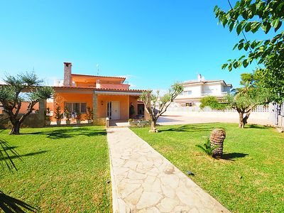 Photo for 4 bedroom Villa, sleeps 8 in Empuriabrava with Pool and WiFi