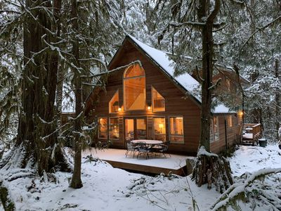 Photo for Rustic Mountain Retreat near Mt Baker~ Pet Friendly, Hot tub, Fireplace