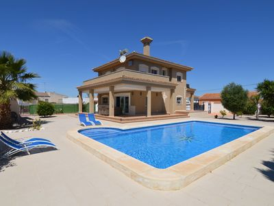 Photo for Magnificent villa for large families in San Fulgencio