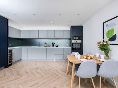 Photo for Stunning 2BR Manchester Apartment