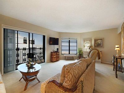 25% OFF MAY 1-NOV 13 2020  Penthouse Unit at Island Winds - 1,378 sq ft Gulf View Condo with 3 Screened Laniais, Free WiFi, Central Air, Full-sized Washer and Dryer in Unit, On-site Covered Parking