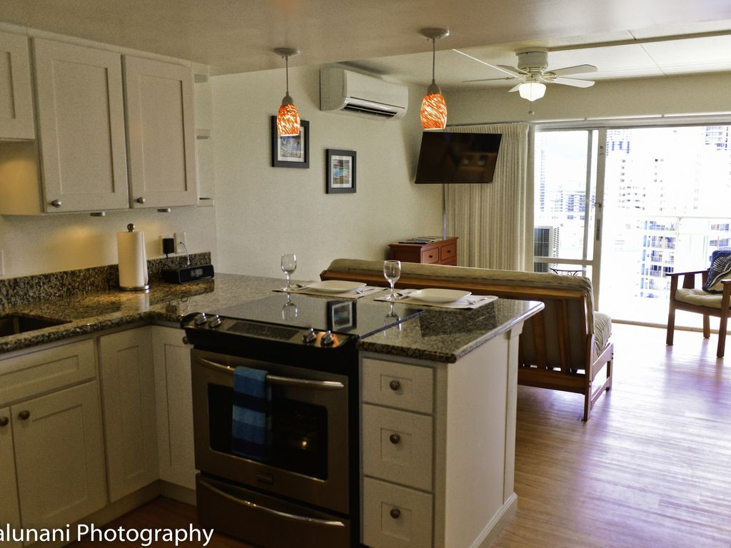 Paradise is yours beautiful contemporary condo w full kitchen