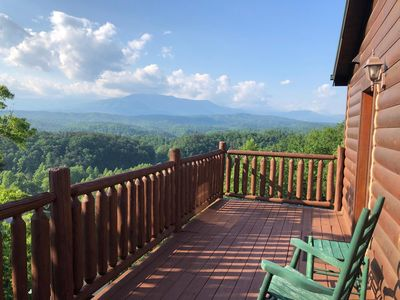 Photo for Beartastic Mountain View Cabin w/king beds - 10 min. from Pigeon Forge Parkway