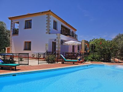 Photo for Sunset views, large pool, familiar to mobility difficulties