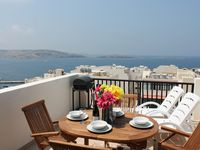 During our holidays in Malta, we stayed in the seashell penthouse apartment in Bugibba. We had an