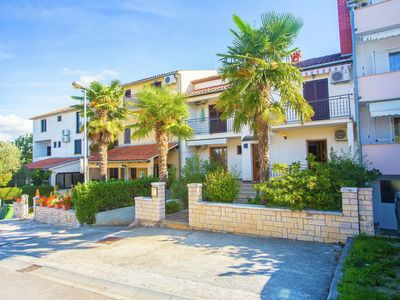 Photo for Cosy apartment only a 200 m from the beach with a sea view