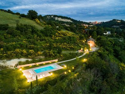 Photo for Nice apartment in villa with pool, hot tub, WIFI, TV, panoramic view and parking, close to Urbino