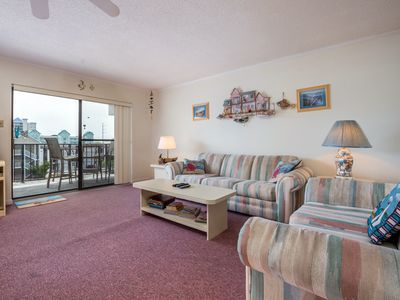 Photo for Located close to the ocean, shops, dining and water activities. Ocean view from balcony.