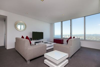 Spacious Stylish Four Bedroom Executive Apartment In The Heart Of Surfers Paradise Q1 Resort & Spa - Surfers Paradise