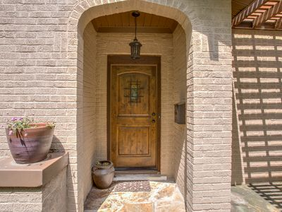 Photo for Walk the Trinity Trails- Spacious Home by Fort Worth Zoo, TCU, hospital district