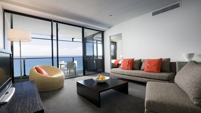 Photo for Circle on Cavill -  2 Bedroom Spa Apartment **OCEAN VIEW**
